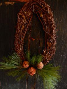 grapevine wreath with cloth fruit    www.picturetrail.com/schneemanfolkart