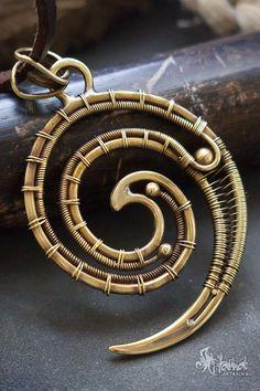 Swirl wire wrapped neckalce