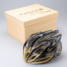 漆塗りサイクルヘルメット。