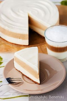 Cheesecake latte macchiato without baking Köstliche Desserts, Delicious Desserts, Dessert Recipes, Yummy Food, Latte Macchiato, Food Porn, No Bake Treats, Cheesecake Recipes, No Bake Cake