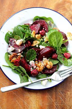 Beetroot, Feta and Maple Walnut Winter Salad Healthy Salad Recipes, Healthy Snacks, Vegetarian Recipes, Savoury Recipes, Beetroot And Feta Salad, Beetroot Recipes Salad, Fancy Salads, Feta Salat, Walnut Recipes
