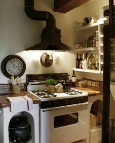 The best italian kitchen design ideas - page 38 of 40 kitchen & dining Bedroom Furniture Redo, Kitchen Furniture, Kitchen Decor, Kitchen Ideas, Furniture Cleaning, Furniture Movers, Rustic Kitchen, Hoods Over Stoves, Steampunk Kitchen