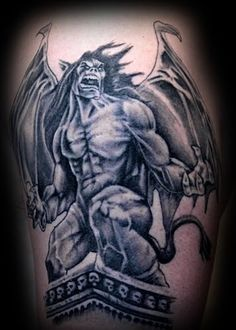 What does gargoyle tattoo mean? We have gargoyle tattoo ideas, designs, symbolism and we explain the meaning behind the tattoo. Devil Tattoo, I Tattoo, Tattoo Pics, Tattoo Flash, Tattoo Ideas, Bild Tattoos, Body Art Tattoos, Fallen Angel Tattoo, Graveyard Tattoo