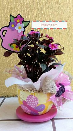 15 años Mothers Cookies, Weird Gifts, Candy Bouquet, Mother And Father, Crafty Craft, Craft Fairs, Gift Baskets, Diy For Kids, Flower Arrangements