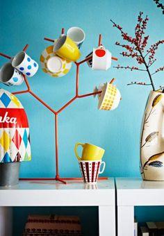(via laboomeria)    another use for that jewelry stand from IKEA Coffee Cup Storage, Mug Storage, Storage Racks, Coffee Cups, Cool Ideas, Amazing Ideas, A Well Traveled Woman, Mug Tree, Mug Holder