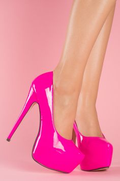 Patent leather Pink heels &lt3 I want these so bad  A girl can
