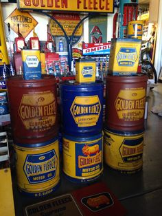 Golden Fleece Vintage Oil Cans, Vintage Tins, Can Dispenser, Collection Displays, Old Gas Pumps, American Pickers, Custom Garages, Classic Motors, Old Signs