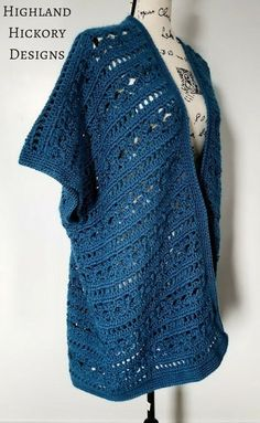 Crochet the Water's Edge Kimono with this free intermediate level pattern. Photo and video stitch tutorial included. Gilet Crochet, Crochet Coat, Crochet Shirt, Crochet Jacket, Crochet Cardigan, Cute Crochet, Crochet Scarves, Crochet Clothes, Easy Crochet