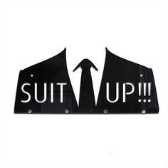 Cabideiro Suit Up inspirado no personagem cômico Barney Stinson da sitcom Americana How I met your mother ,o cabideiro vai dar um toque divertido na sua decoração e ainda te ajuda com a organização da casa!