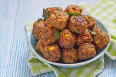 Le polpette di peperoni e patate sono un secondo piatto originale ed alternativo rispetto alle classiche polpette di carne. Ecco la ricetta