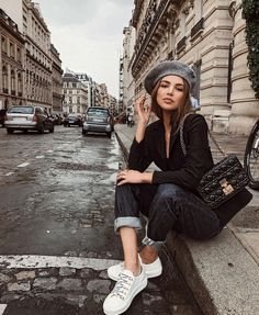 Trendy how to wear black blazer with jeans ideas Blazer Jeans, Black Blazer With Jeans, Jeans And Sneakers, Blazer Outfits, Harem Jeans, Denim Leggings, Women's Jeans, Dior Sneakers, Casual Blazer