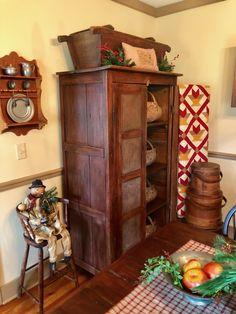 Primitive Living Room, Primitive Furniture, Primitive Kitchen, Farmhouse Furniture, Country Primitive, Country Farmhouse, Prim Decor, Country Decor, Antique Pie Safe