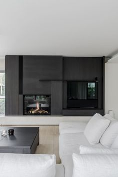 fireplace and TV joinery Home Fireplace, Living Room With Fireplace, Fireplace Design, Living Room Decor, Black Fireplace, Living Rooms, Interior Design Living Room, Modern Interior, Living Room Designs