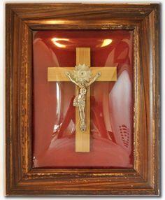 Nu in de #Catawiki veilingen: 1950's - Europa - Kruisbeeld, ingelijst en achter gebombeerd glas