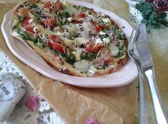 Spenótos/fekete erdei sonkás gyors pizza… http://mediterran.cafeblog.hu/2015/08/19/spenotosfekete-erdei-sonkas-gyors-pizza/