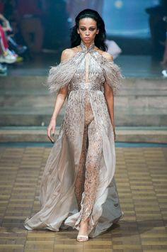 Runway pictures from the Julien Macdonald Presents Julien X Gabriela Spring 2020 Fashion Show. London Ready-To-Wear collections, runway looks, models, beauty Fashion Wear, Fashion 2020, Runway Fashion, Fashion Show, Luxury Fashion, Fashion Trends, Julien Macdonald, Party Wear, Spring Summer
