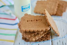 Homemade Biscoff Cookies Recipe - Gemma's Bigger Bolder Ba. - Food RecipesHomemade Biscoff Cookies Recipe - Gemma's Bigger Bolder Baking - Homemade Biscoff Cookies are crunchy, buttery, aromatic, and just the right amount of sweet! Homemade Cookie Butter, Biscoff Cookie Butter, Biscoff Cookies, Butter Cookies Recipe, Tea Cookies, Homemade Cookies, Stamped Cookies Recipe, Biscoff Recipes, Baking Recipes