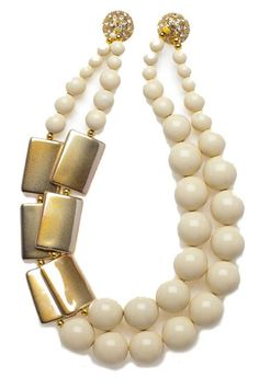Noble House Design - Très belle harmonie crème et or pour ce tour de cou double rangs.