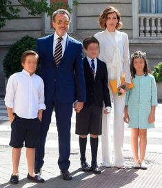 Nieves Álvarez y Marco Severini junto a sus tres hijos, Adriano (el mayor), y los mellizos Brando y Bianca.