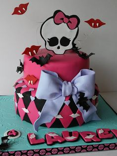 Monster who? No idea who the Monster High girls were until I received this order for an adorable little girl turning Chocolate cake with rich chocolate filling. Tortas Monster High, Festa Monster High, Monster High Cakes, Monster High Birthday, Monster High Party, Superhero Birthday Cake, Star Wars Birthday, Birthday Cake Girls, Birthday Parties