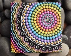 "Arco iris aborigen punto arte pintura, por Biripi artista Raechel Saunders, 4 ""x 4"" lienzo tablero, pintura de acrílico, arco iris"