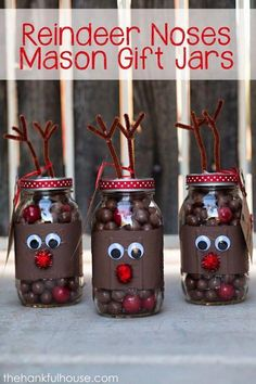 Creative Reindeer Inspired Crafts & Decorations for Christmas Reindeer Noses Mason Jar Gifts. Christmas Jars, Christmas Gifts For Friends, Homemade Christmas, Santa Gifts, Christmas Globes, Christmas Neighbor, Cheap Christmas, Neighbor Gifts, Christmas 2017
