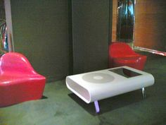 Wired's Nicole Martinelli ( Italian correspondent ) spotted this iCoffee table last week in the lobby of Milan's Nhow design hotel. I expected to see at le