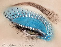 Fantasy makeup: Blue and sparkle