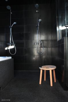 Black bathroom, wooden stool. Design Antti Nurmesniemi, Finnish design from 1951 * from Valkoinen Harmaja blog