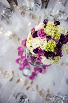 Centro de mesa alto con rosas y hortensias. Centerpiece. www.fullbodas.com Tall Centerpiece, Weddings, High Top Tables, Hydrangeas, Christening, Centerpieces, Flowers