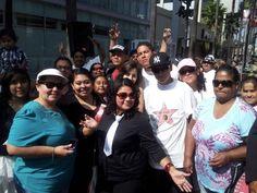 Joy y los fans esperando a Pepe, foto por Joy