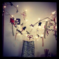 Il mio albero di Natale fatto con gli appendini della lavanderia!! ;)