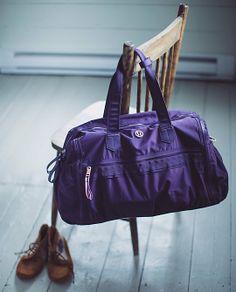 lululemon Weekend Warrior Bag - deep zinfandel