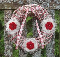 Rusty wreath: red roses with heartband. 4th Of July Wreath, Red Roses, Wreaths, Home Decor, Decoration Home, Door Wreaths, Room Decor, Deco Mesh Wreaths, Home Interior Design