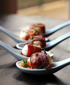 Scallops Wrapped in Bacon with a Cajun Sauce Cajun Cream Sauce, Creamy Sauce, Tapas, Seafood Recipes, Appetizer Recipes, Clam Recipes, Bacon Recipes, Recipes Dinner, Coquille St Jacques
