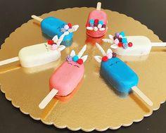 """Páči sa mi to: 10, komentáre: 0 – Božské sladké (@bozskesladke) na Instagrame: """"Čo sa stane, ak si dajú jednorožce hlavy dokopy? 🦄 - smiech, radosť a dobrá nálada!💛💚💙💜 Cakesicles…"""" Sugar, Cookies, Desserts, Food, Crack Crackers, Tailgate Desserts, Biscuits, Postres, Deserts"""