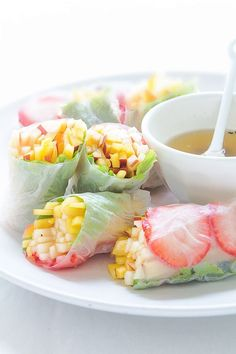 Summer Fruit Spring Rolls with Jalapeño & Honey Sauce via the kitchnBeautiful! Summer Fruit Spring Rolls with Jalapeño & Honey Sauce via the kitchn Healthy Snacks, Healthy Eating, Healthy Recipes, Bariatric Recipes, Snack Recipes, Good Food, Yummy Food, Summer Fruit, Spring Summer