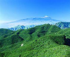 Montañas de Anaga con el Teide al fondo, Tenerife, Islas Canarias