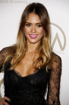jessica-alba looks smoking hot in this pic! Oh and ps loving the hair and the dress.