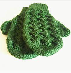 Ravelry: Tretoppvottene pattern by Carosknit Designs Knit Mittens, Ravelry, Knitting, Hats, Blog, Design, Life, Decor, Fashion