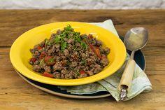 Com arroz e feijão, forma um prato delicioso para o dia a dia. Nesta receita, tem o passo a passo para garantir a carne moída douradinha, úmida e bem saborosa.