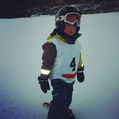 9cbc3666 Vannvittig kul gutt i en super kul HH skijakke og skibukse. www.barnogleker.