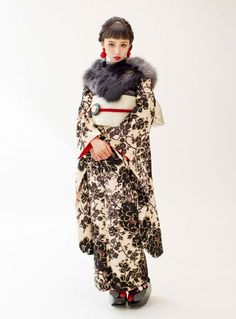 ヴィンテージ振袖スタイル in 2020 Furisode Kimono, Kimono Fabric, Oriental Dress, Oriental Fashion, Japanese Costume, Japanese Kimono, Traditional Kimono, Traditional Dresses, Geisha