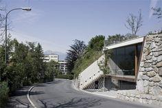 Office under the garden (Büro unterm Garten Innsbruck) / Daniel Fügenschuh