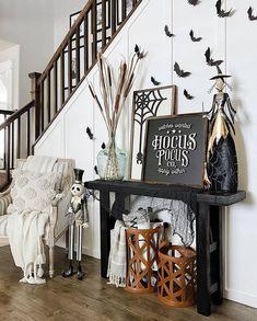 Halloween Table Settings, Halloween Decorations To Make, Halloween Home Decor, Halloween House, Fall Home Decor, Autumn Home, Chic Halloween, Halloween Inspo, Halloween Stuff