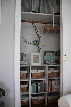 70 Super Ideas For Tiny Nursery Organization Bookshelves - Modern Nursery Closet Organization, Bookshelf Organization, Closet Storage, Baby Storage, Basket Storage, Closet Shelves, Baby Room Decor, Nursery Room, Bedroom