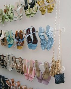 Shoe Shelf Diy, Diy Shoe Rack, Shoe Storage, Storage Ideas, Look Fashion, Daily Fashion, Fashion Shoes, Fashion Women, Fashion Beauty
