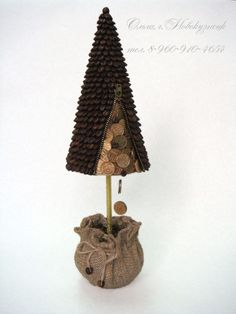 Xmas Tree, Christmas Tree Decorations, Christmas Time, Christmas Crafts, Jute Crafts, Coffee Crafts, Bunch Of Flowers, Button Art, Decorative Bells