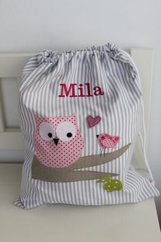 Childs kit bag - no tutorial but lovely inspiration! Sewing Crafts, Sewing Projects, Baby Applique, String Bag, Patchwork Bags, Fabric Bags, Kids Bags, Goodie Bags, Sewing For Kids