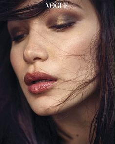 Pinterest: DeborahPraha ♥️ bella hadid bronze eyeshadow and natural lipstick #makeup